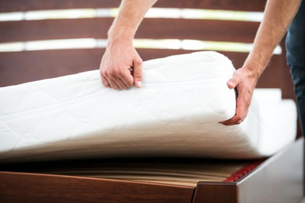eliminar los ácaros del colchón con remedios caseros