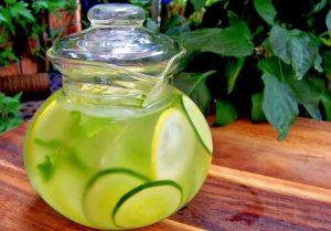 beneficios-de-beber-agua-de-pepino