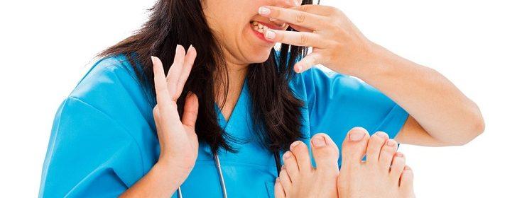 trucos para eliminar el mal olor de los pies